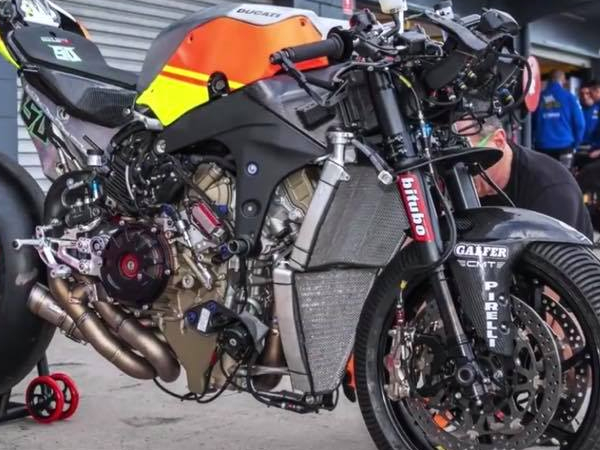 V4  SBK Racing Radiator